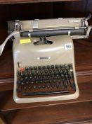 Lexikon 80 Vintage typewriter with cover