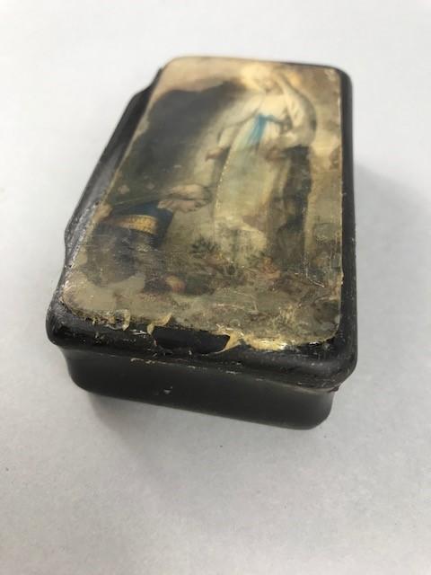 Lot 26 - Horn snuff box, probably WW1