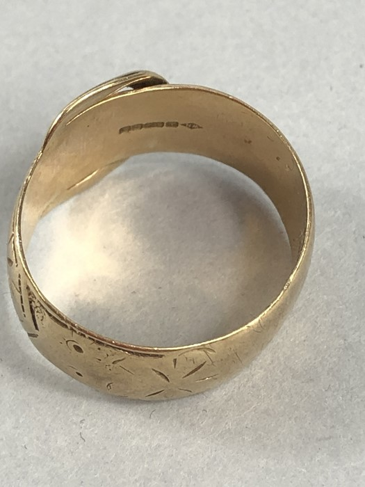 Lot 43 - 9ct Gold band in the form of a belt size W approx 7.2g