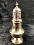 Hallmarked Silver sugar shaker by maker Edward Barnard & Sons Ltd (total weight 196g)