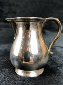 Silver hallmarked handled jug London by maker Edward Barnard & Sons Ltd (total weight 154g)