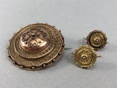 9ct Gold Victorian mourning brooch with 9ct Gold fully hallmarked earrings all of the same year