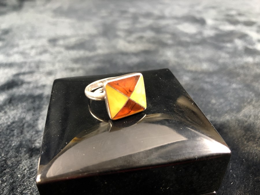 Lot 50 - Two Colour Amber set Silver hallmarked ring size 'O'