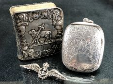 Silver items to include hallmarked silver prayer book, hallmarked silver compact & silver &