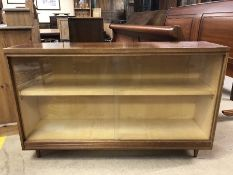 Mid century display cabinet with sliding glass doors, approx 122cm x 30cm x 76cm tall