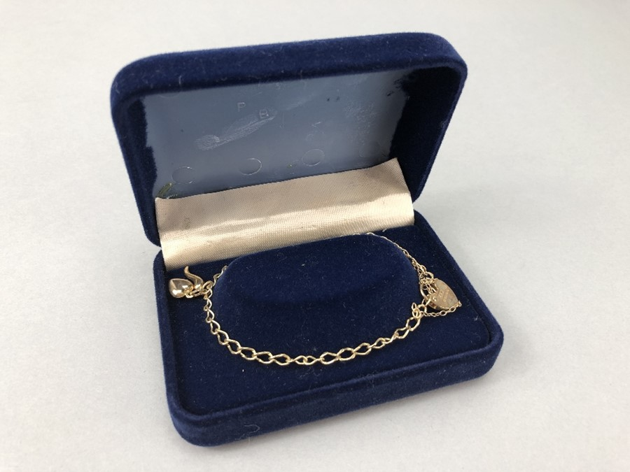 9ct Gold 375 charm bracelet with two charms & 9ct hallmarked Lock approx 3.7g - Image 4 of 4