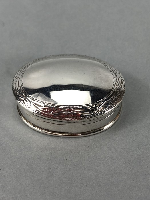 "Small Hinged Silver pillbox marked 925 and maker ""CLE"" - Image 2 of 8"
