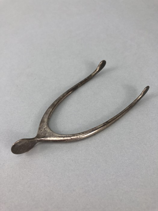 Edwardian Silver hallmarked pincers /sugar nips in the form of a wishbone with sprung hinge - Image 2 of 4