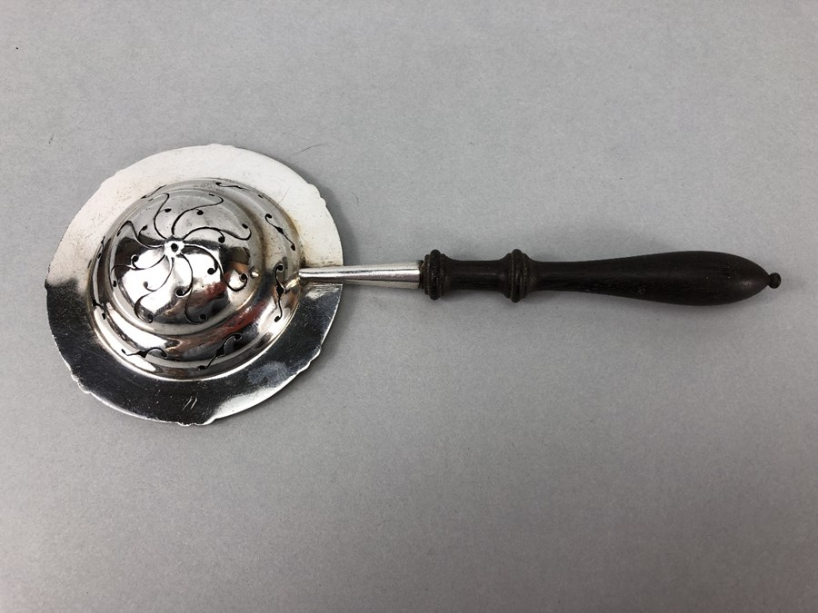 Pierced Silver Hallmarked tea strainer by Thomas Bradbury & Sons Ltd with turned wooden handle - Image 3 of 6