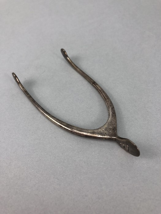 Edwardian Silver hallmarked pincers /sugar nips in the form of a wishbone with sprung hinge - Image 3 of 4