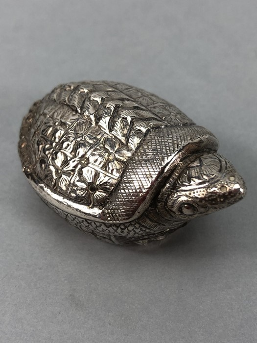 Ornate embossed 900 silver turtle pill box makers mark and T. 900 to base
