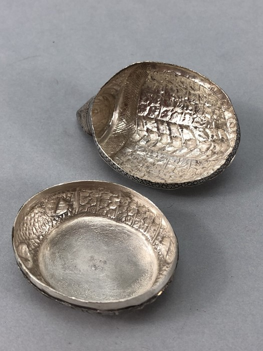 Ornate embossed 900 silver turtle pill box makers mark and T. 900 to base - Image 6 of 8