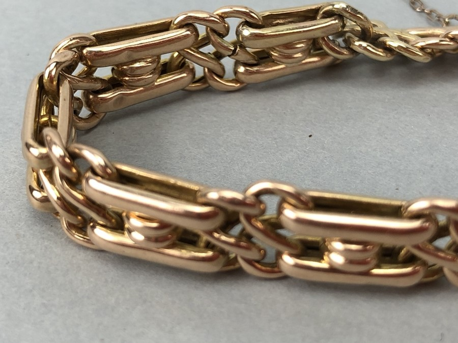 15ct Gold bracelet with diamond encrusted Letter 'B' and safety chain total weight approx 18.7g - Image 3 of 6