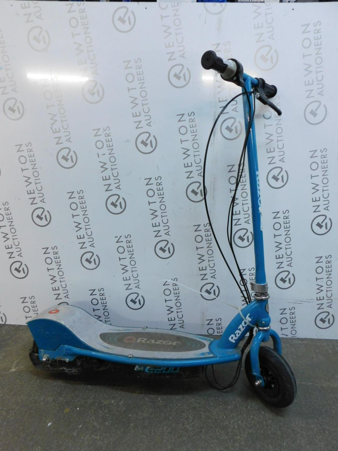 Lot 634 - 1 RAZOR POWER CORE E200 BLUE ELECTRIC SCOOTER RRP £239.99