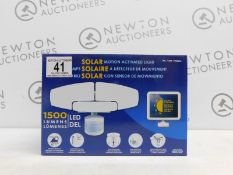 1 BOXED SUNFORCE 150 LED TRIPLE HEAD SOLAR MOTION ACTIVATED LIGHT RRP £119.99