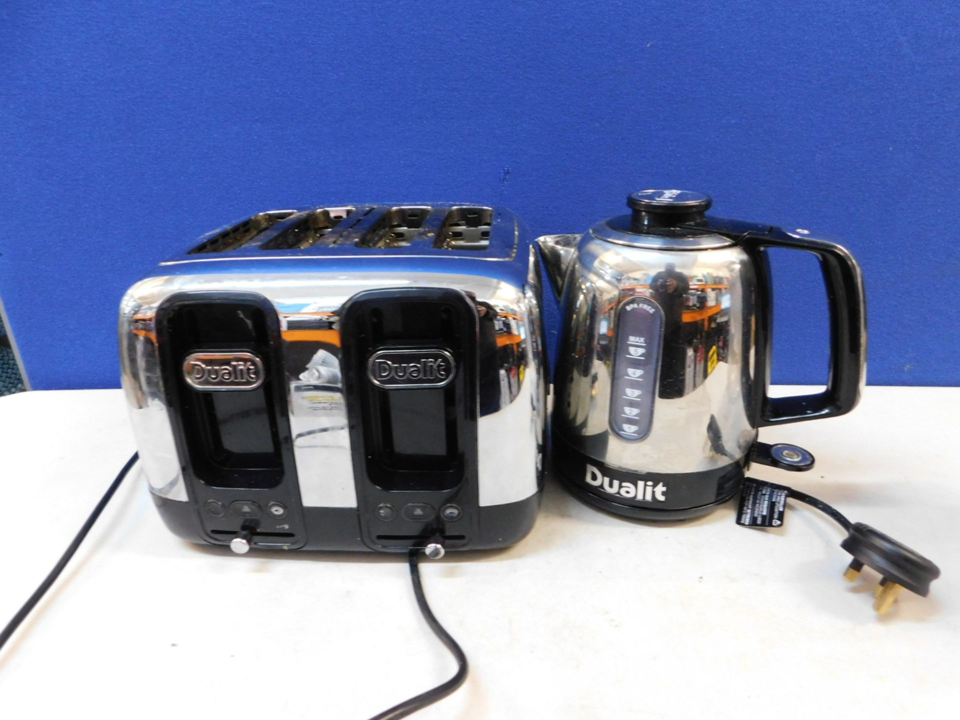 Lot 800 - 1 DUALIT 4 SLOT TOASTER AND RAPID BOIL KETTLE RRP £149.99