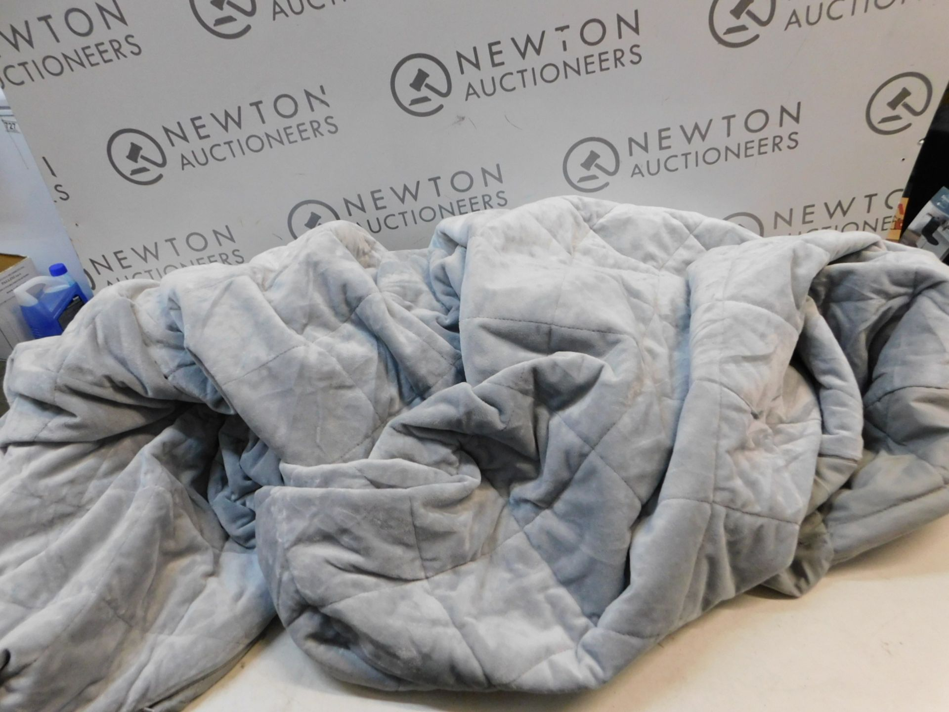 1 WEIGHTED BLANKET RRP £59.99
