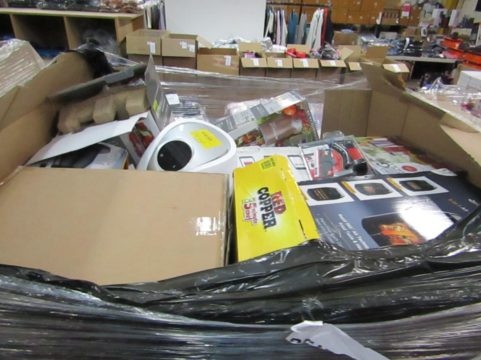 Lot 4 - | APPROX 49X | THE PALLET CONTAINS NUTRI BULLETS, AIR HAWKS, AIR FRYER XL'S, RED COPPER CHEFS, X