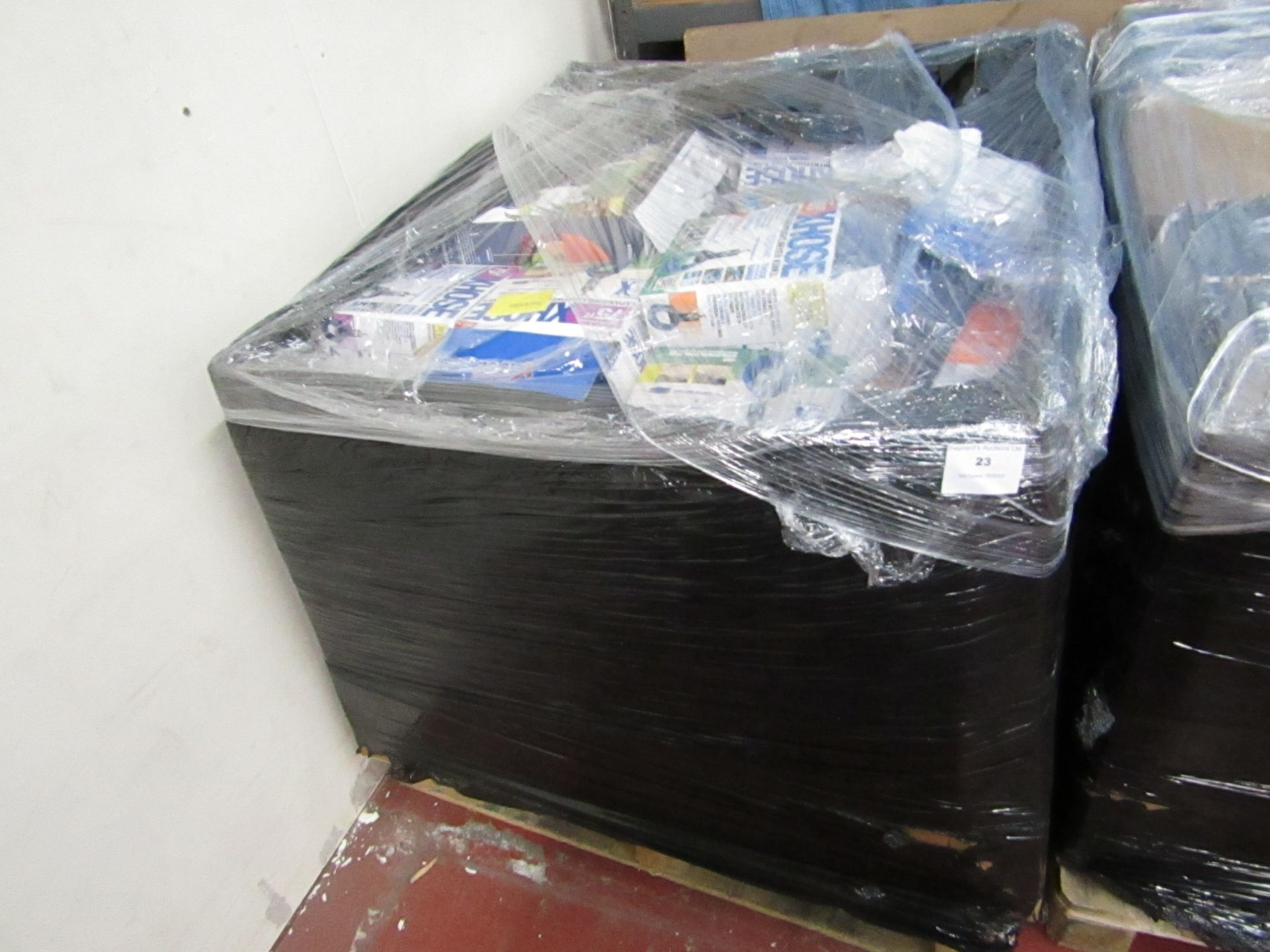 Lot 23 - | APPROX 37X | THE PALLET CONTAINS NUTRI BULLET, AIR FRYER XL'S AND MORE | BOXED AND UNCHECKED |