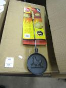12x Gardeco pancake pans, new and boxed.
