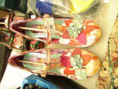 Pair of Ladies Shoes. Size 40. Unused