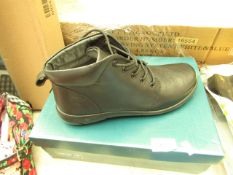 Pair of Hotter Comfort Lab Shoes. Size 6.5. New & Boxed