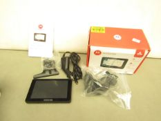 "Motorola Xplore500 Sat Nav 5"". Comes with Accessories & User Manual. Powers on"