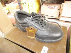 Beaver Genuine Leather safety shoes, unused, size 5, boxed