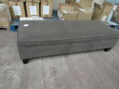 3 seater cushioned bench seat, in good coinditon ut could do with a clean as it's a bit dusty and