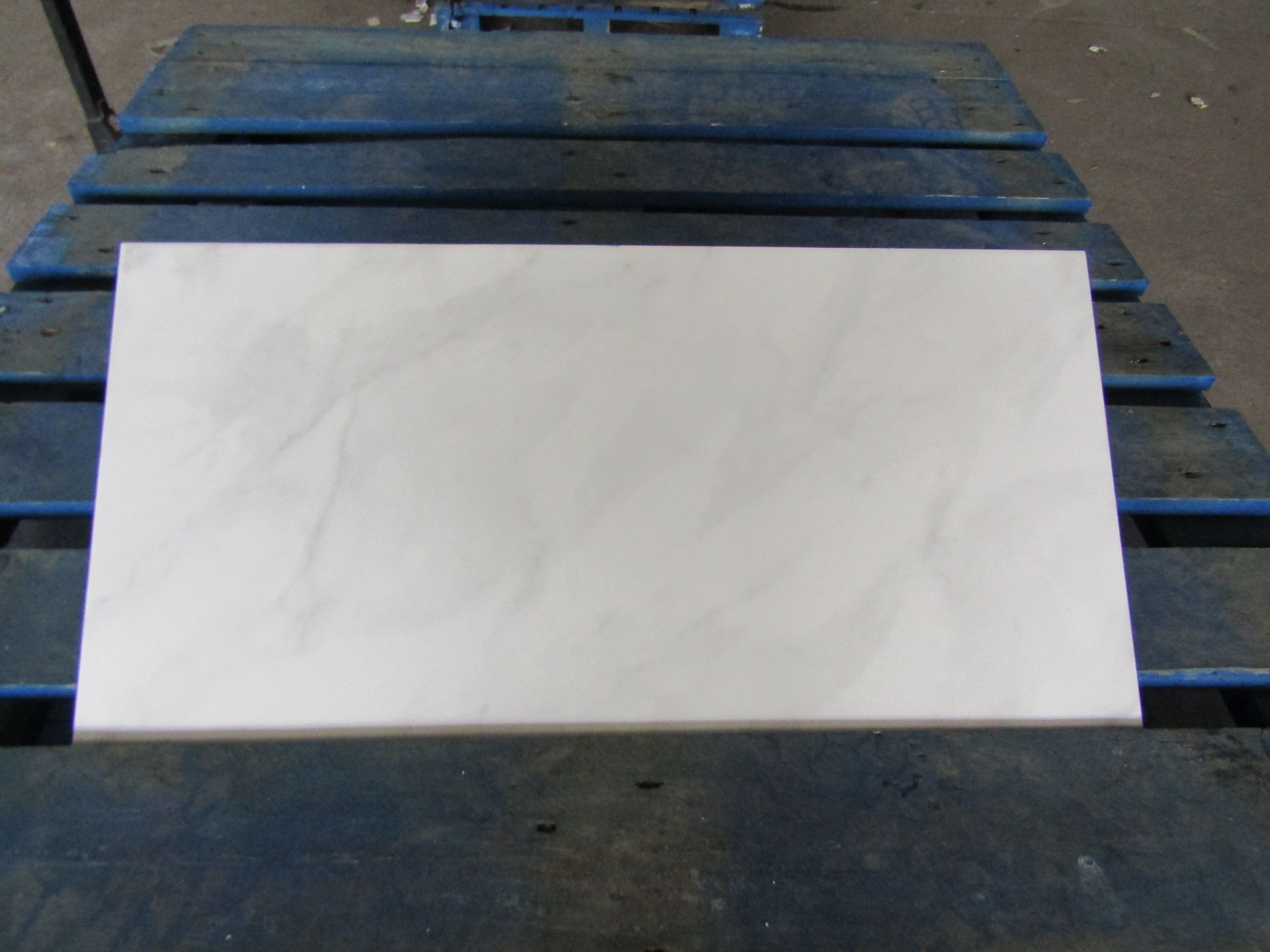 Pallet of 40x Packs of 5 Worcester Grey Carr Matt Finish 300x600 wall and Floor Tiles By Johnsons,