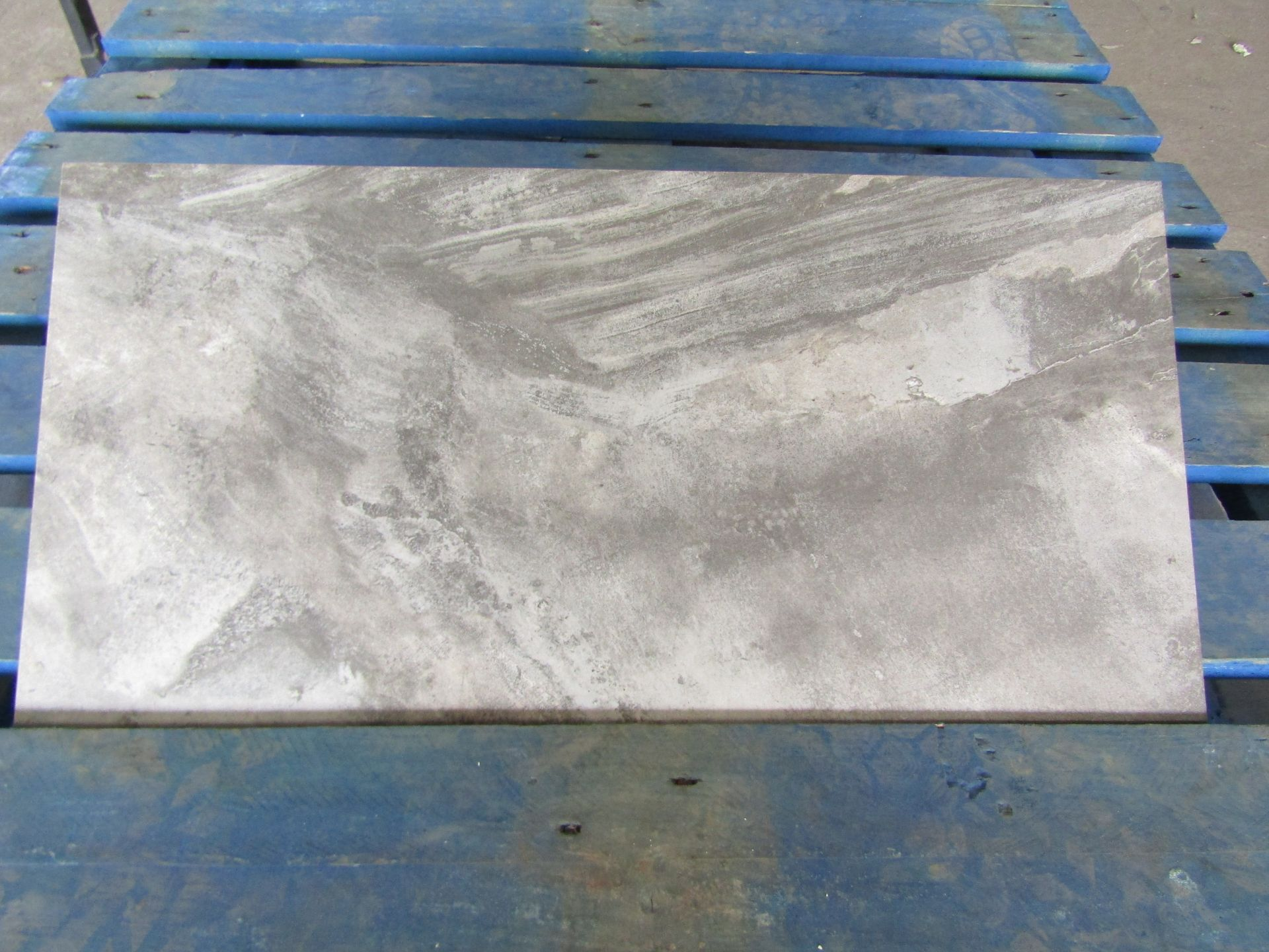 Pallet of 40x Packs of 5 Stone ware Slate Silk 300x600 wall and Floor Tiles By Johnsons, New, the