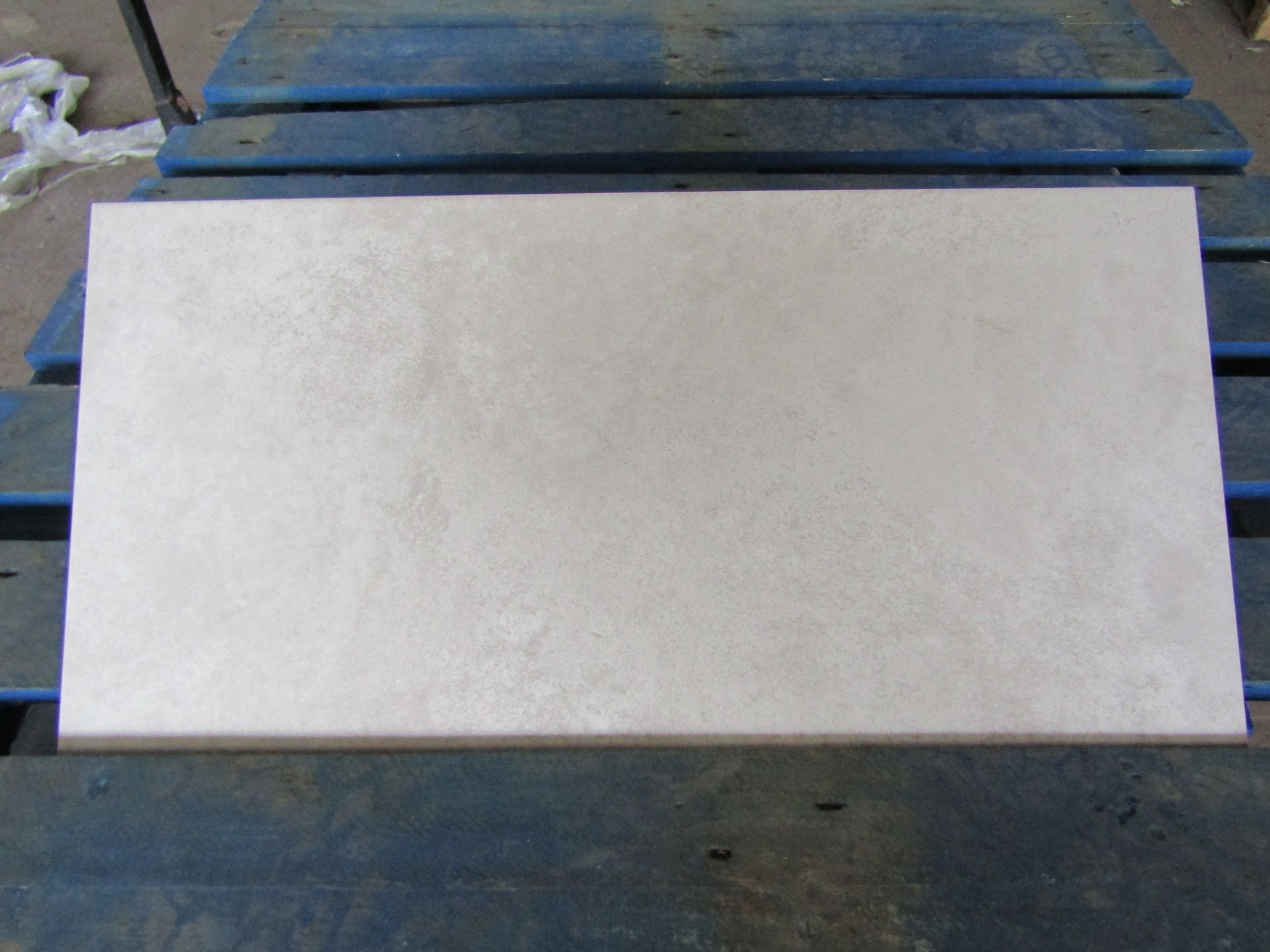 Pallet of 40x Packs of 5 Cambridge Classic White 300x600 wall and Floor Tiles By Johnsons, New,