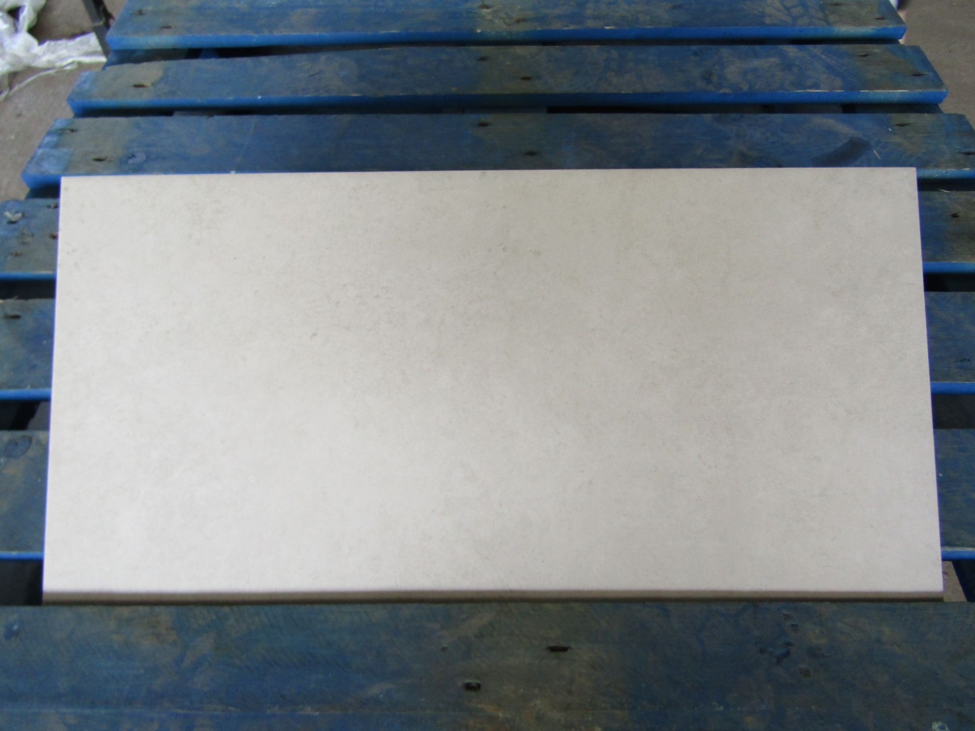 Pallet of 40x Packs of 5 Natural Pebble 300x600 wall and Floor Tiles By Johnsons, New, the pallet