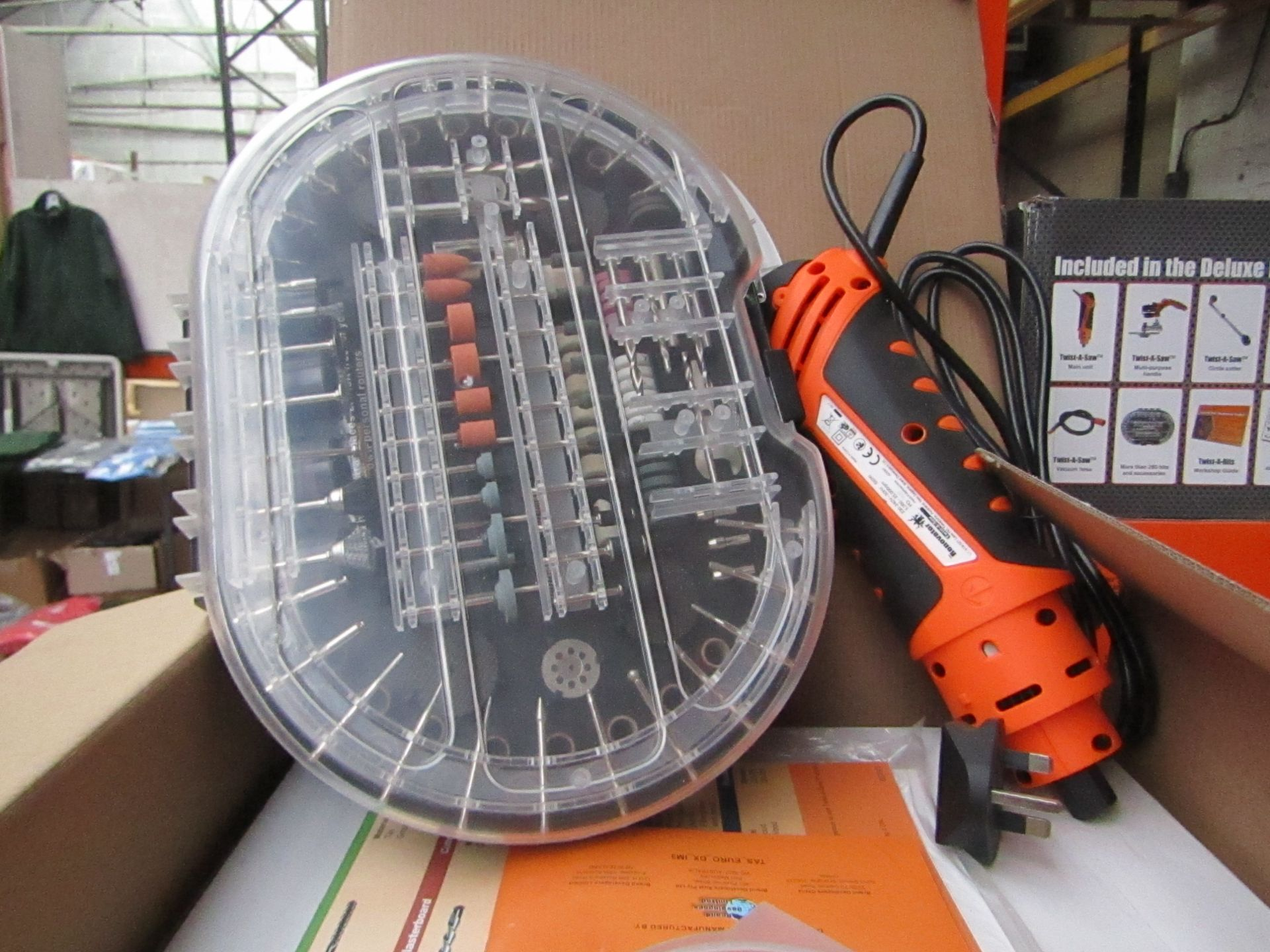 Lot 31 - | 1X | RENOVATOR TWIST A SAW WITH ACCESSORY KIT | TESTED AND WORKING BUT WE HAVEN'T CHECKED IF ALL