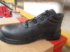 Centek Black Steel Toe Cap Boot size 9 New & Boxed.