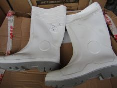 Pair of White steel toe cap wellies, new size 11