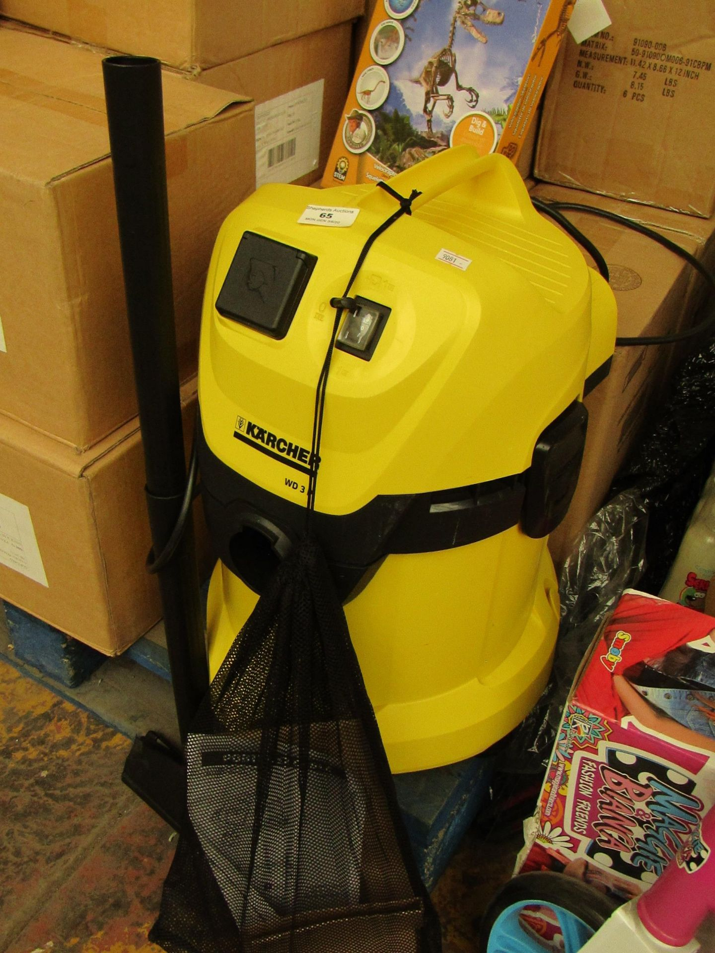 Lot 65 - Karcher WD3P 19L Wet/Dry Vacuum. RRP £119 on Amazon Powers on (Missing the Hose)