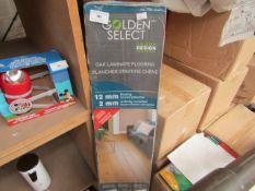 Golden Select - Oak Laminate Flooring (6 Planks per Box) Underlay Included - Loooks New & Packaged.