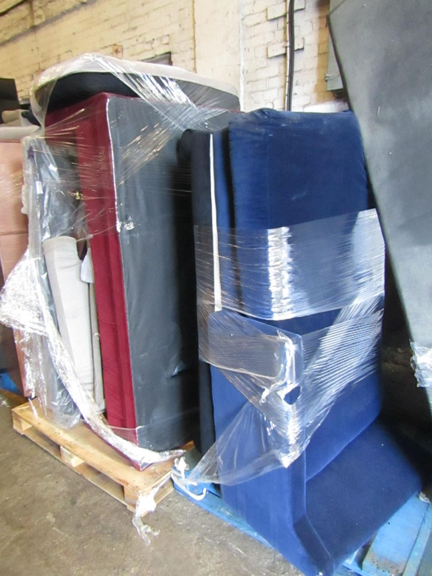| 13X | PALLETS OF SWOON BER SOFAS, THESE ARE CUSTOMER RETURNS SO COULD HAVE MINOR DAMAGE, MAJOR - Image 4 of 11