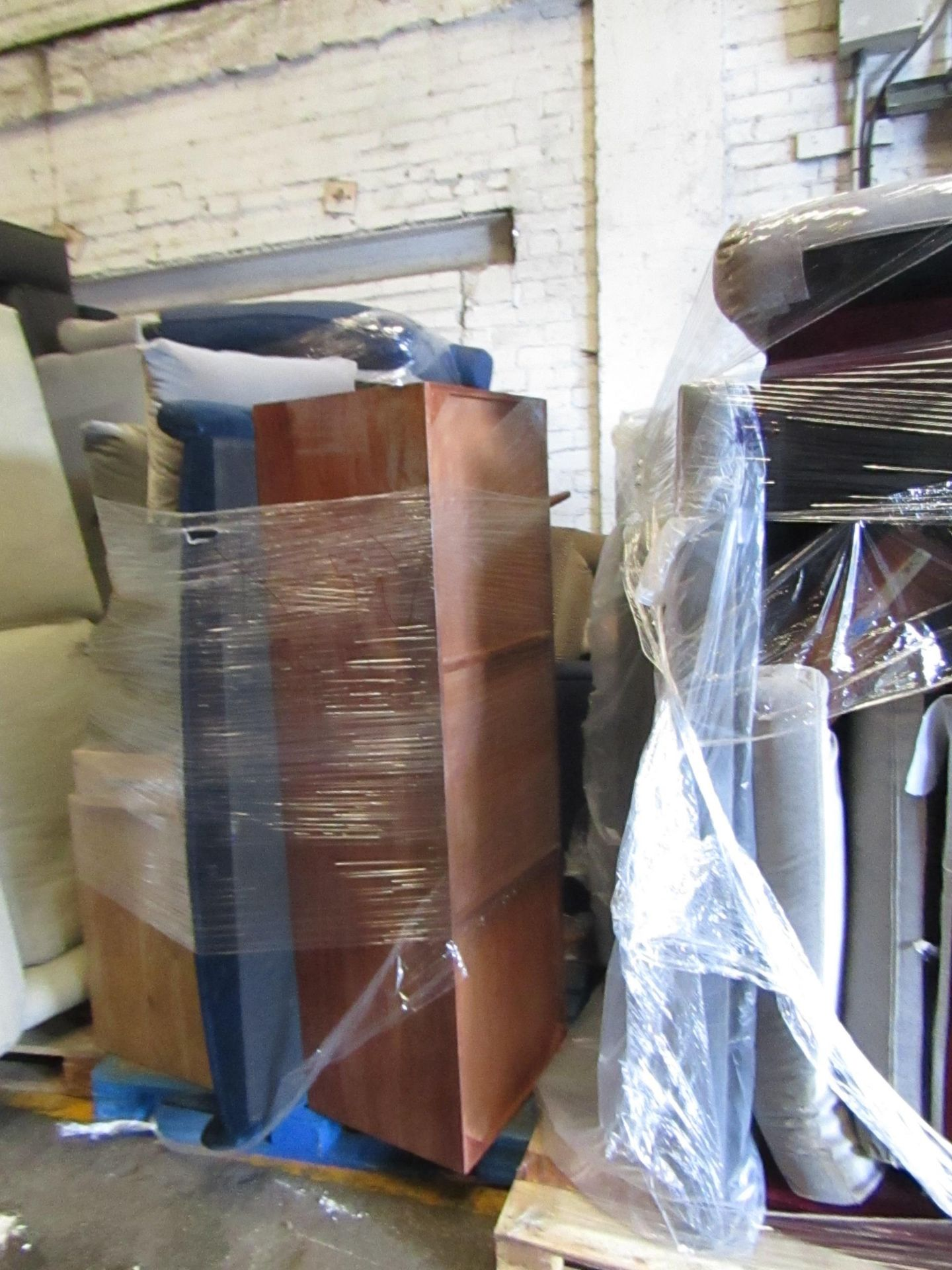 | 13X | PALLETS OF SWOON BER SOFAS, THESE ARE CUSTOMER RETURNS SO COULD HAVE MINOR DAMAGE, MAJOR - Image 5 of 11