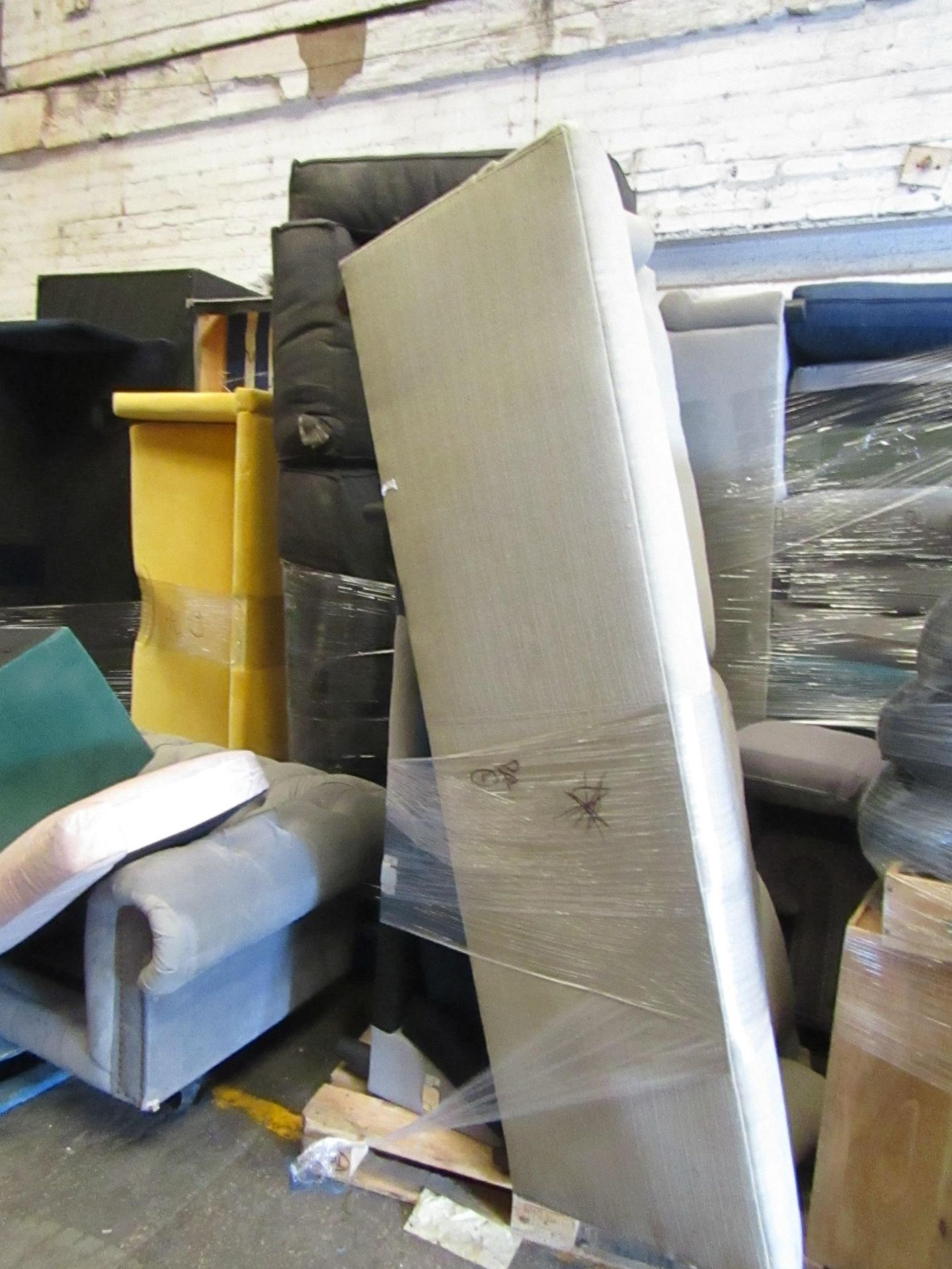 | 13X | PALLETS OF SWOON BER SOFAS, THESE ARE CUSTOMER RETURNS SO COULD HAVE MINOR DAMAGE, MAJOR - Image 6 of 11