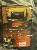 """Snoozeeezzzeee Dog Sofa Bed. 23"""" in Purple. New & Packaged"""