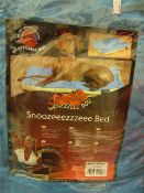 Snoozeeezzzeee Dog Bed in Sky Blue. 60cm x 80cm. Hollow Fibre Filled. Machine Washable.New &