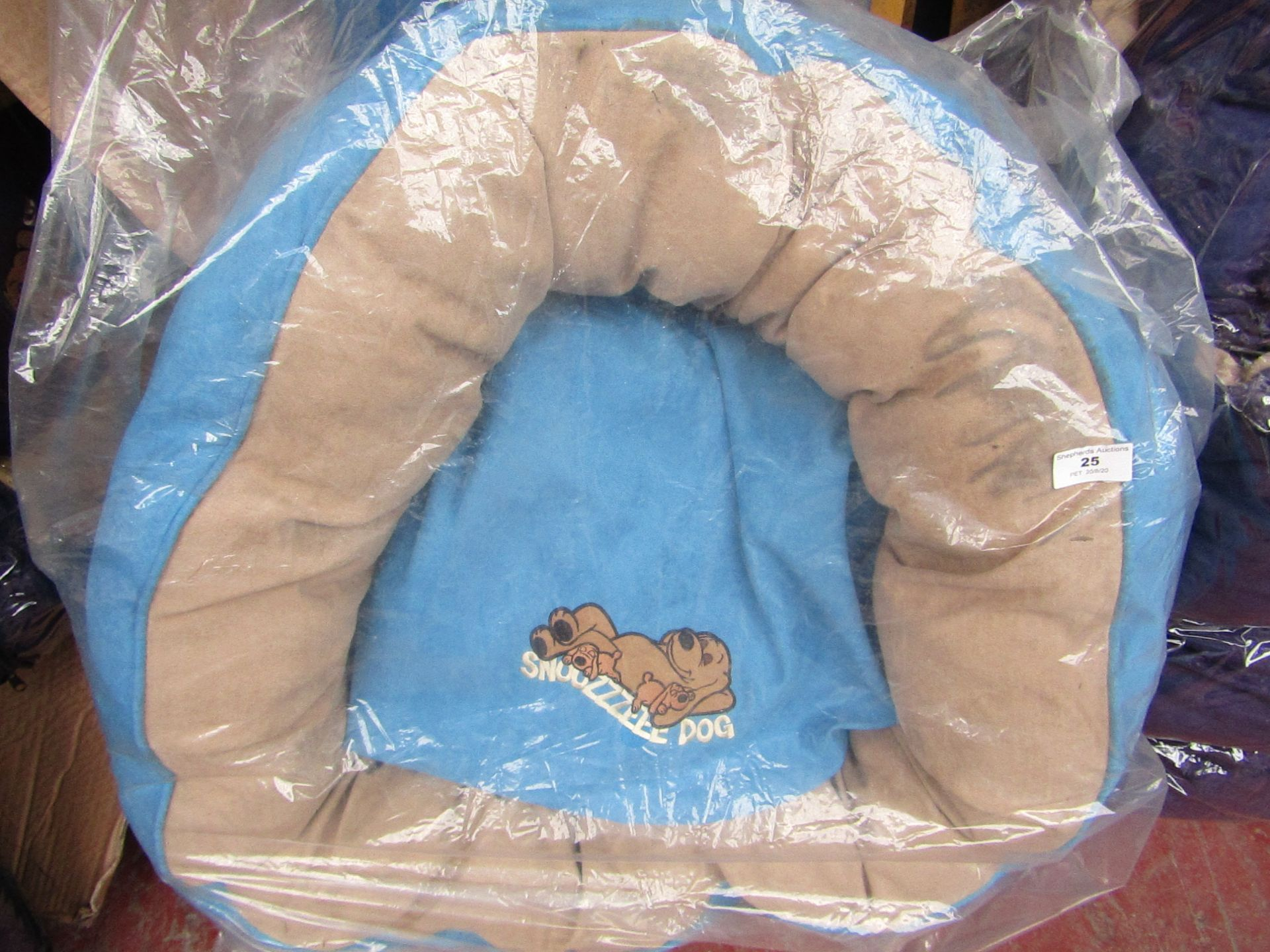 "1x Snoozzzeee Dog - Sky Blue Donut Dog Bed (28"") - Packaged."