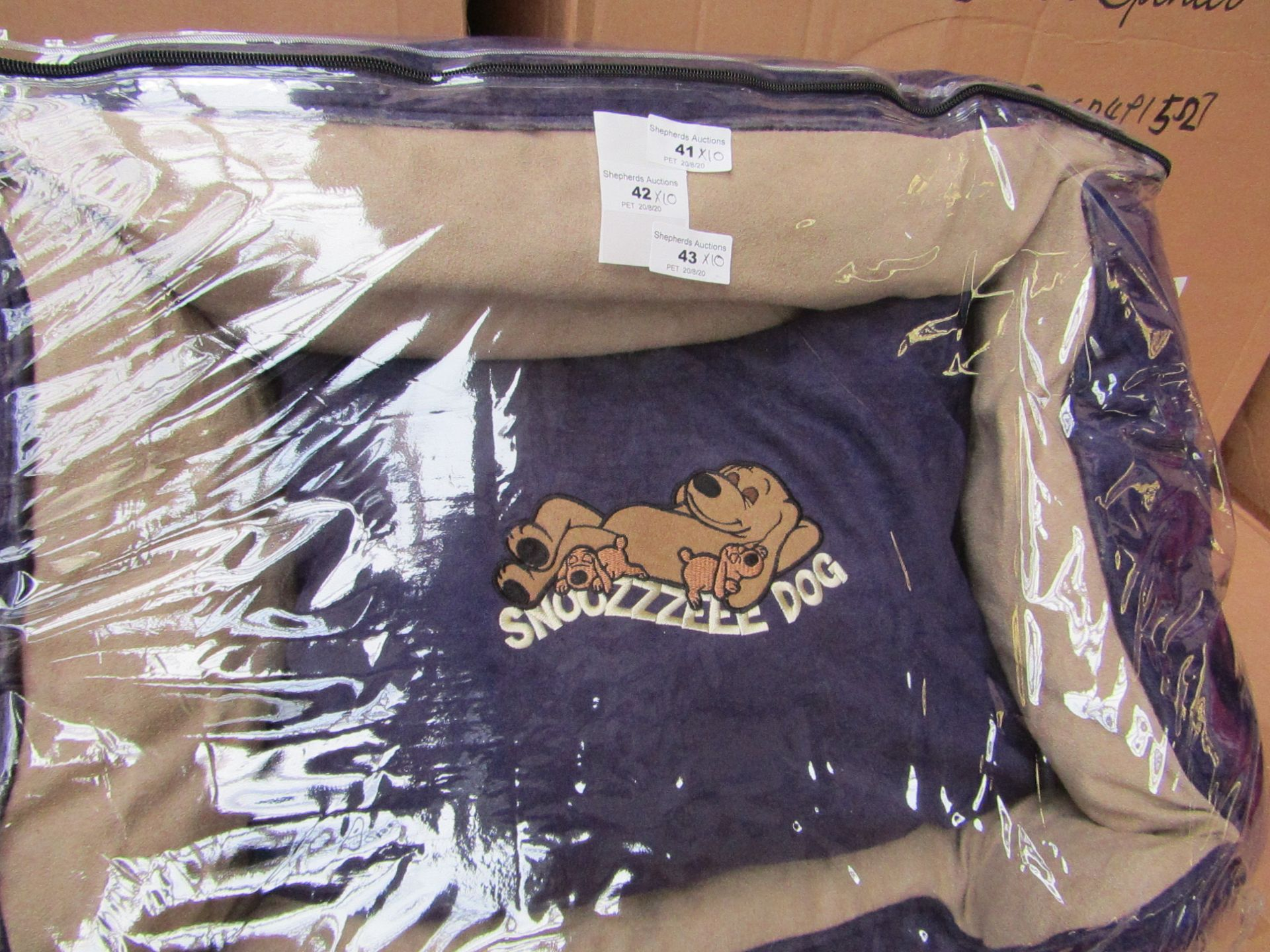 "10x Snoozzzeee Dog - Purple Sofa Dog Bed (23"") - All New & Packaged."