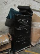 | 1X | PALLET OF CONTAINING A SWOON B.E.R SOFA, WE HAVE NO IDEA OF THE CONDITION IT IS  DEEMED