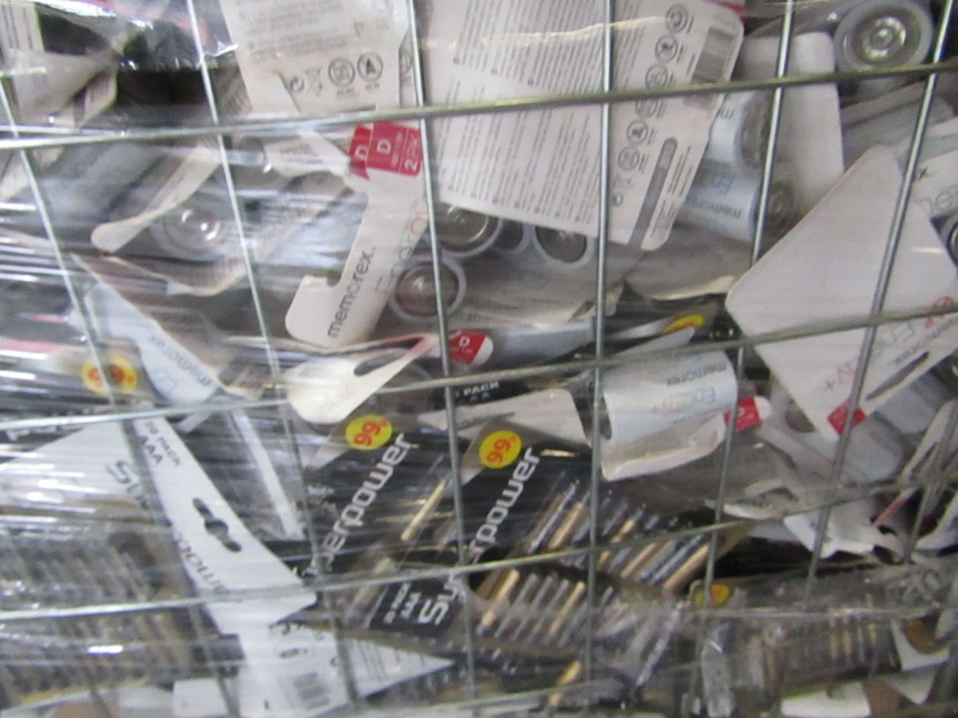 Large Pallet of various sized batteries all well past their BB date. - Image 4 of 4