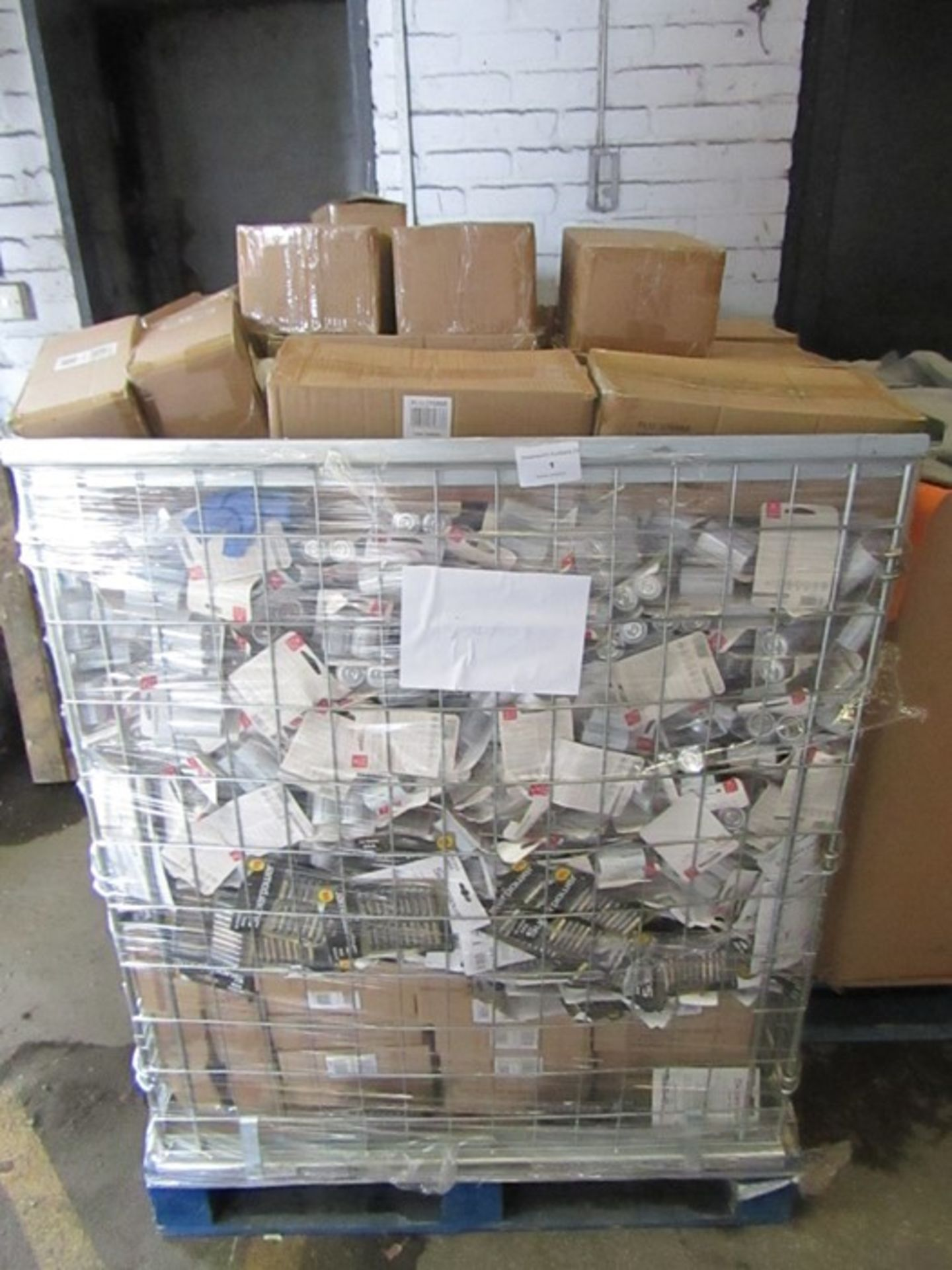 Large Pallet of various sized batteries all well past their BB date.