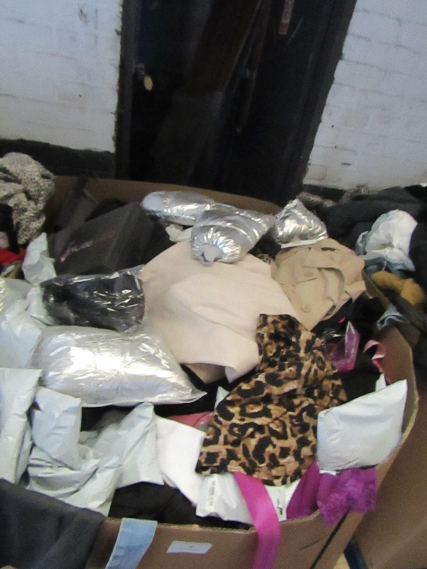 Pallet of approx 300 pieces of various clothing, these pallets usually contain a mixture of mens, - Image 2 of 2