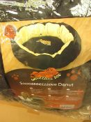 Snoozeeezzzeee Donut Bed. Size 1 in Black. New & Packaged